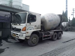 camion malaxeur HINO